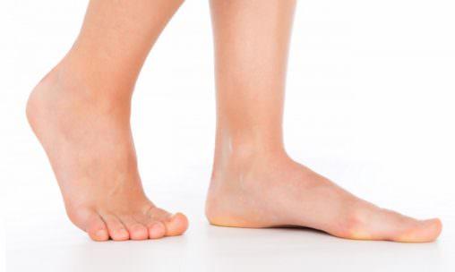 足の甲痛み原因