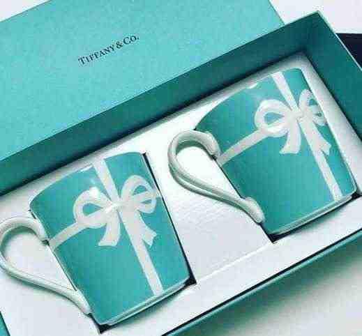 女友達の誕生日プレゼント ティファニーブルーボックスマグカップ2つセット